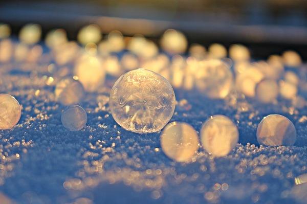 soap-bubble-1983918_1280