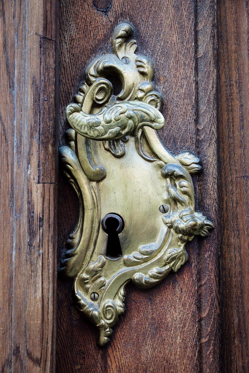 door-handle-1817774_1280.jpg